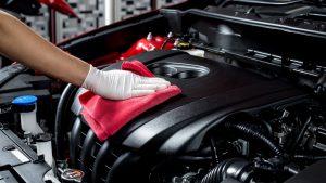 Tips Aman Membersihkan Ruang Mesin Mobil